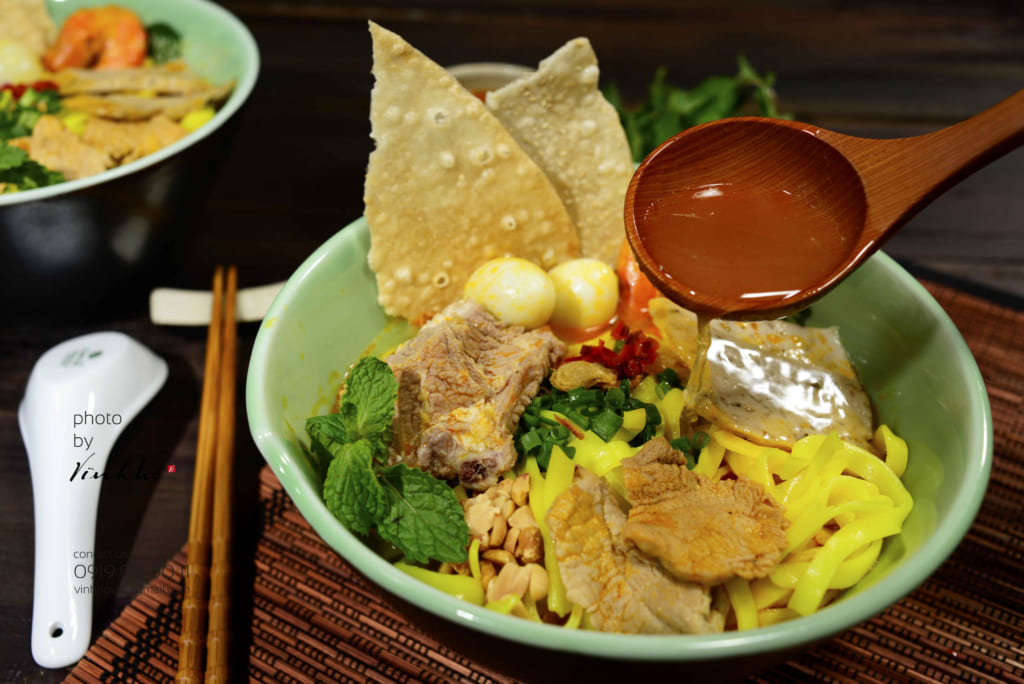 a dish you must eat in da nang is cao lau